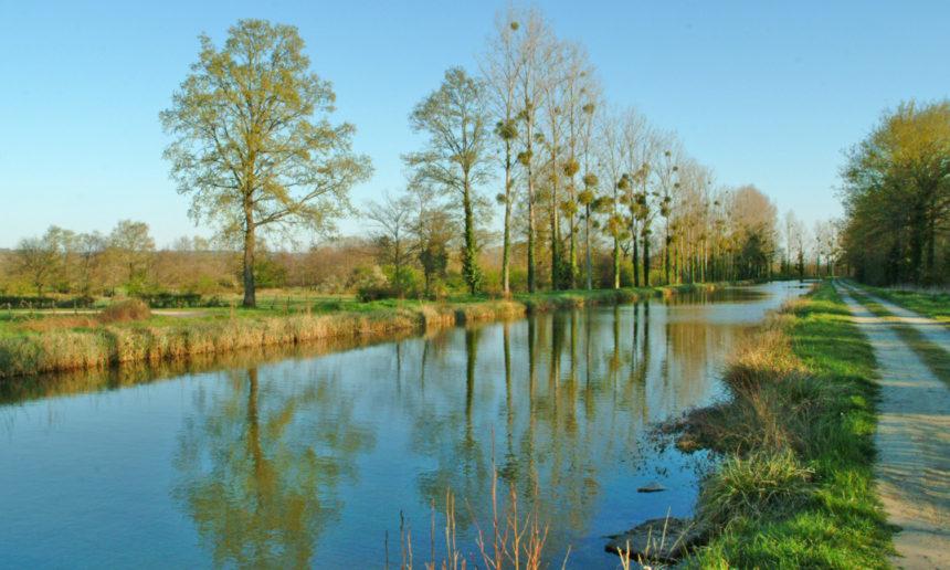 Interdiction de pêche sur le canal de Berry à Vaux