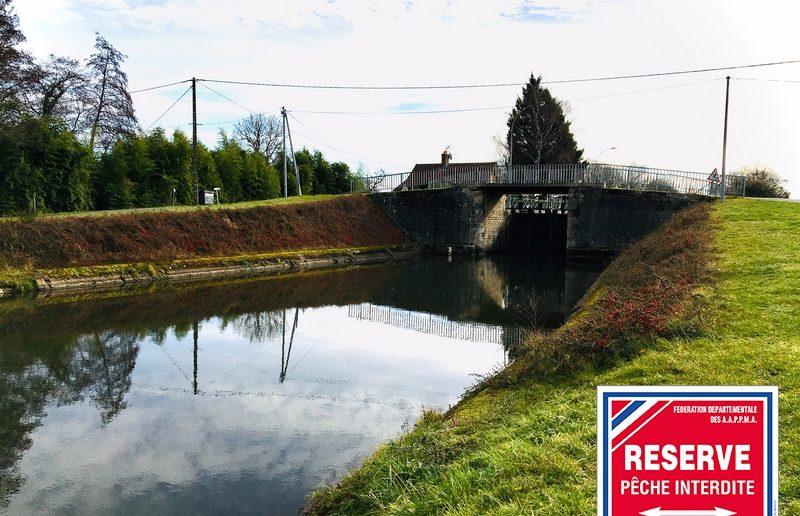 Interdiction totale de pêche à l'aval des écluses sur le canal latéral à la Loire et le canal de Roanne à Digoin